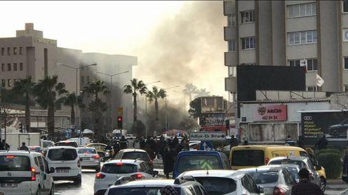 İzmir'de Patlama 2 Şehit 5 Yaralı 2 Terörist Öldürüldü