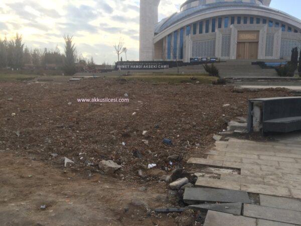 Uzay Çağında Başkentteki Camii'nin Çevresi Ne Halde