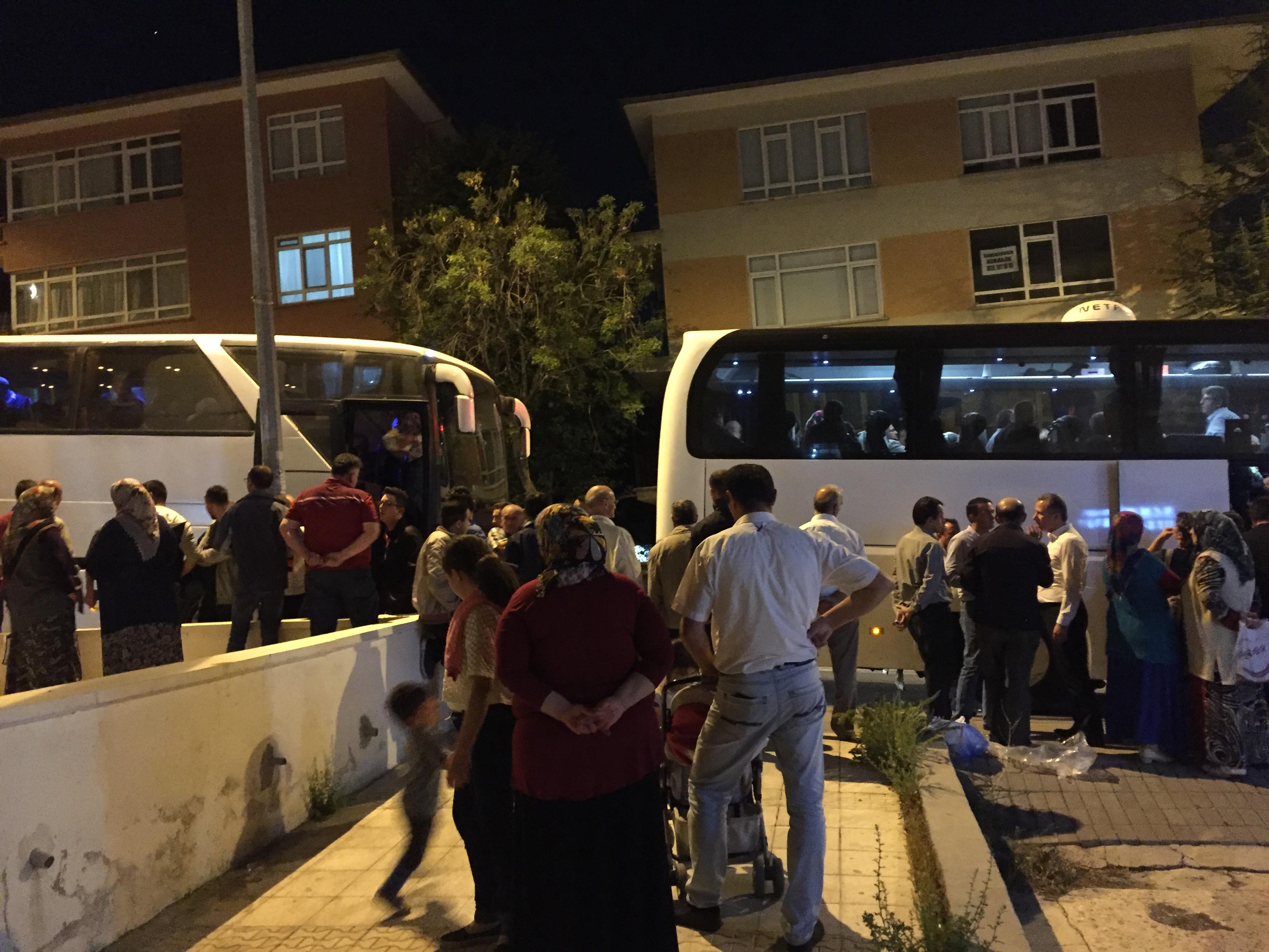 Çukurköy Mahallesinden Hatice(Emine) GÜMÜŞ'ün Cenazesine Ankara'dan 2 Otobüs Yolcu Gitti. Çukurköy Derneği İlk Cenaze Organize İşinde Başarılı Bir Çalışma Yaptı