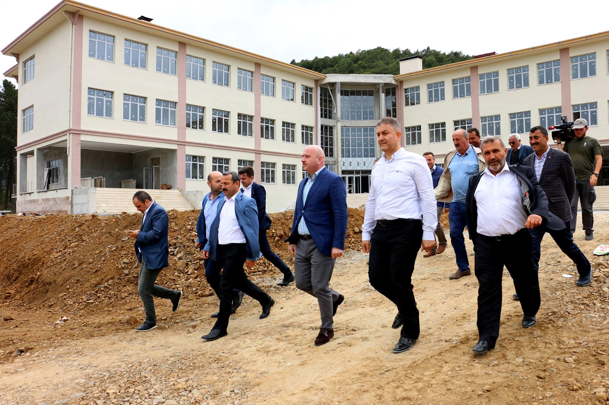 Ak Parti Ordu Milletvekili Metin Gündoğdu Akkuş ilçesini ziyaret ederek yatırımları yerinde inceledi. Asfaltlı Yol Çalışmasını Yerinde Gördü.
