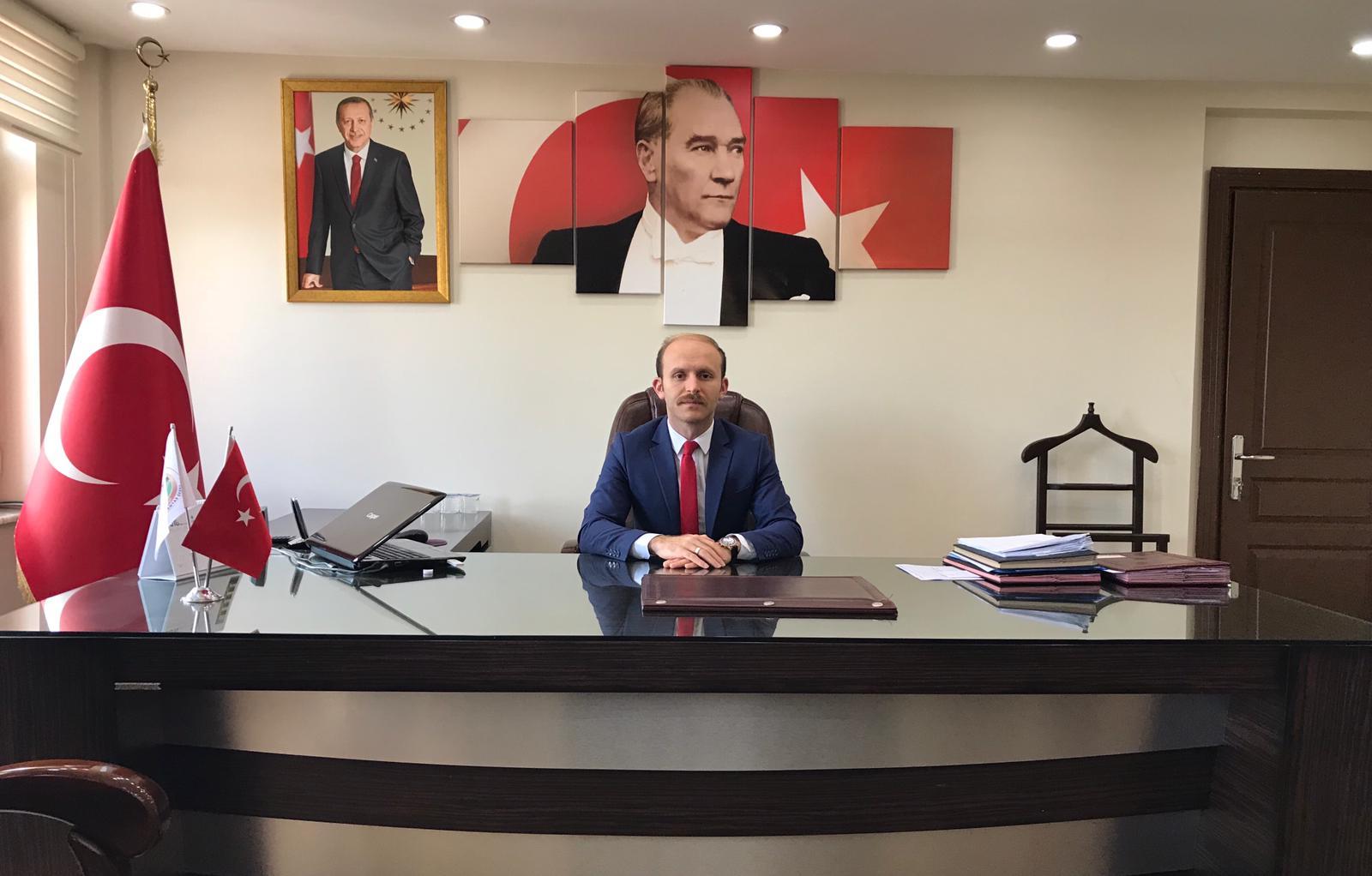İlçemize atanan Kaymakam Adayı Aydın YANIK, 30.10.2018 tarihinde Akkuş İlçe Kaymakam Vekilliği görevine başlamıştır.