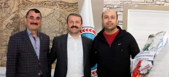 Zonguldak Akkuş Köyleri Yardımlaşma ve Dayanışma Derneği Yönetim Kurulu Üyesi İbrahim SEVİNDİK, Akkuş Belediye Başkanı İsa DEMİRCİ'ye hayırlı olsun ziyaretinde bulundu