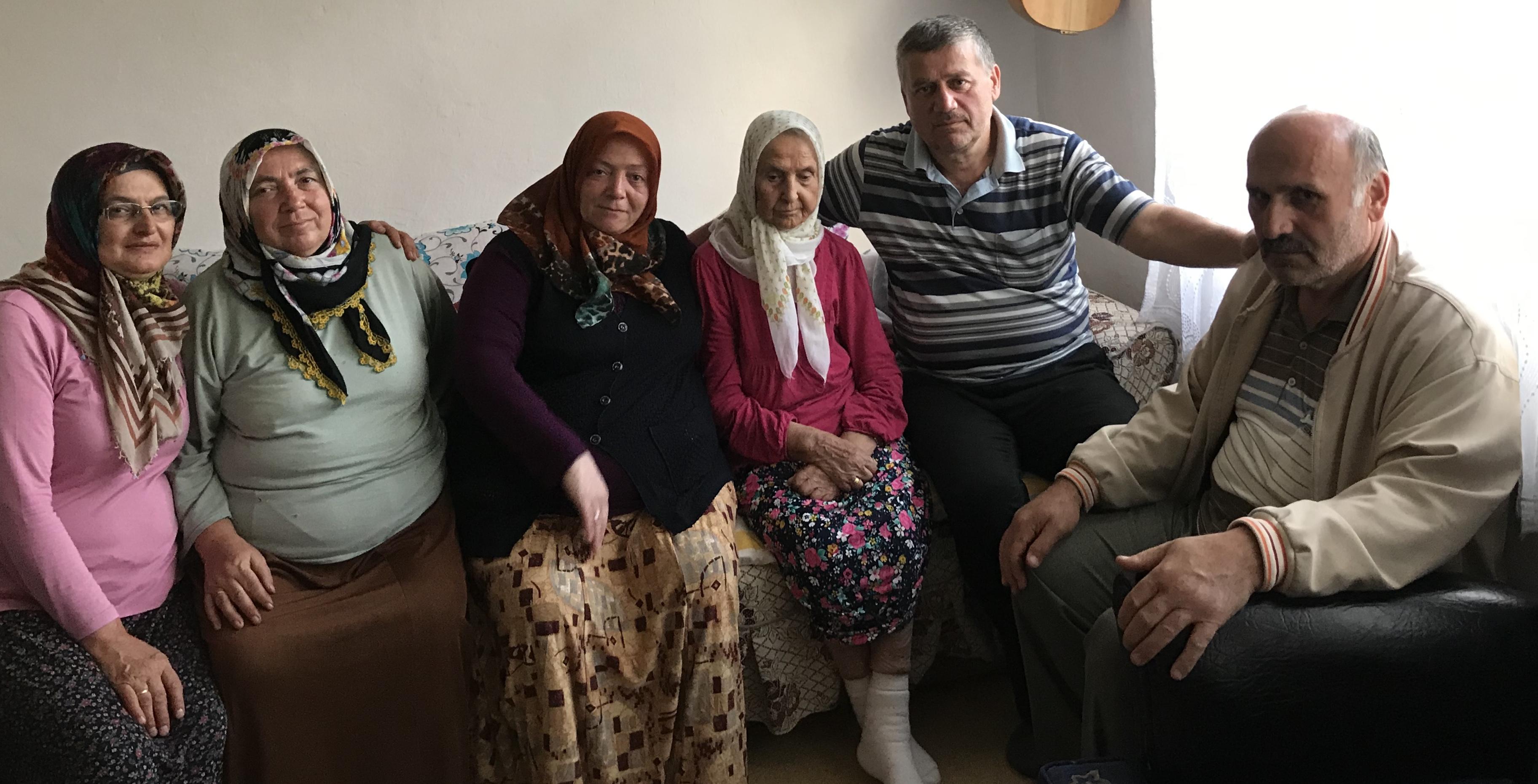 Akkuş Merkezde 45 senelik komşuyu ziyaret ederek geçmiş olsun ziyaretinde bulunduk. Şehri SAVAŞ Teyzemize Allah acil şifalar versin.