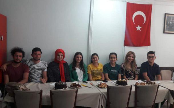 Üniversiteyi Kazanan Çukurköy Mahallesi Öğrencilerini; Dernek Yönetimi Motive Etmek İçin Dernek Merkezine Davet Ederek Etkinlik Düzenledi.