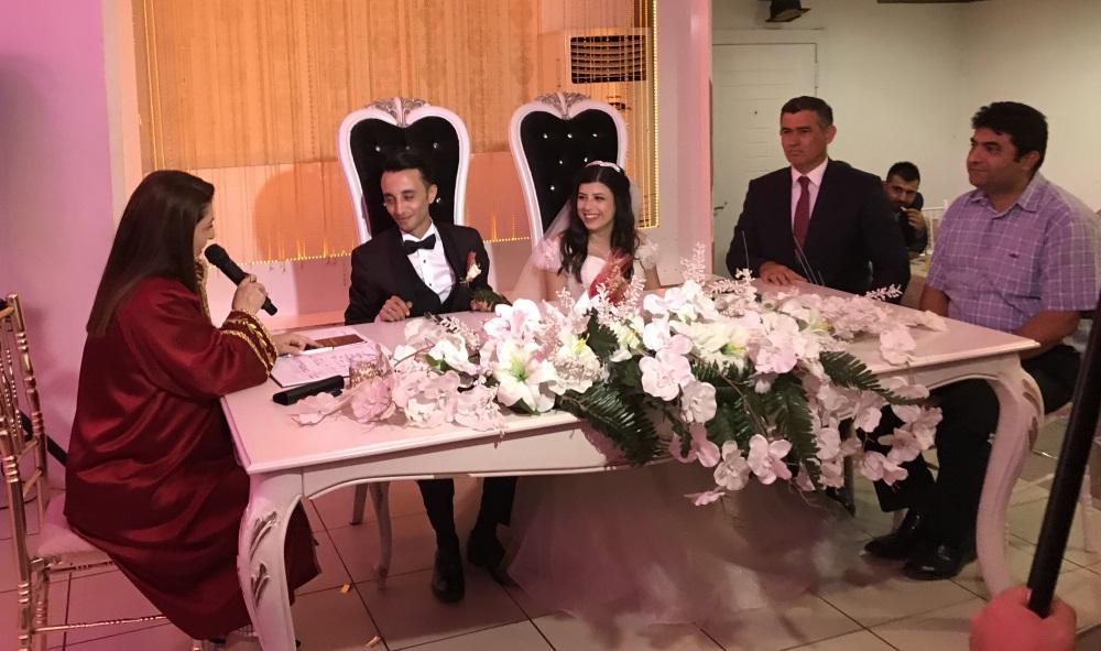 Metin FEYZİOĞLU Akkuşluların Düğüne Katıldı. Eda ve Taha'nın Nikah Şahitliğini Yaptı.