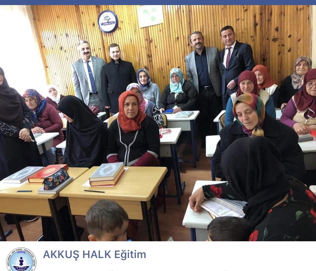 Akkuş Halk Eğitim Müdürlüğü Kur'an-ı Kerim Elifba Okuma Kursunu Tamamlayan Bayan Kursiyerlere Kurs Bitirme Belgelerini Kaymakam ve Belediye Başkanının Katıldığı Törende Takdim Etti