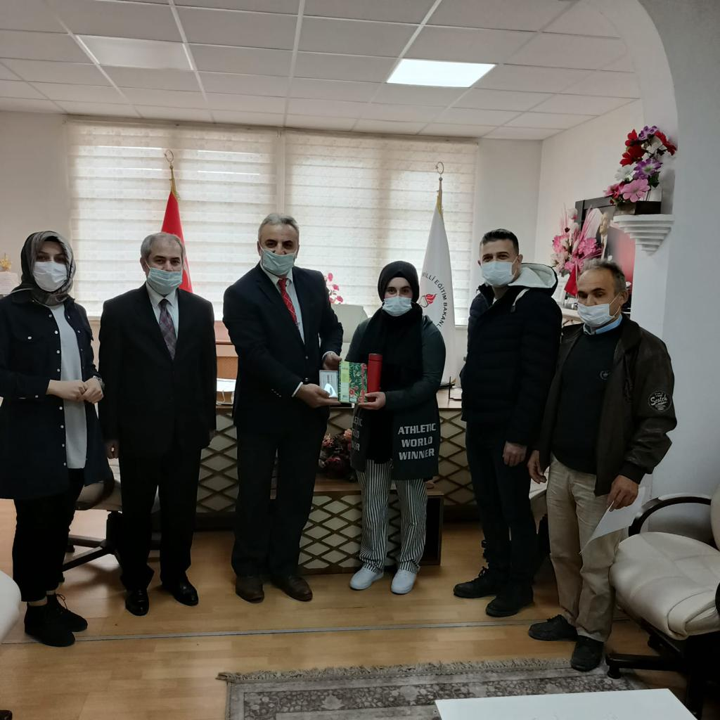 Akkuş Anadolu İmam Hatip Lisesi Öğrencisi Nurcan Gençoğlu Ordu İlinde Düzenlenen Öğretmenler Günü Kompozisyon Yarışmasında İl İkincisi Olmuştur. Tebrikler