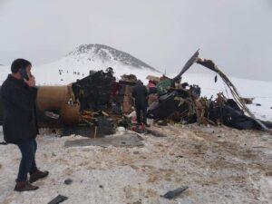 Bitlis Tatvan'da Cougar tipi helikopter düştü: 11 şehit 2 asker yaralı